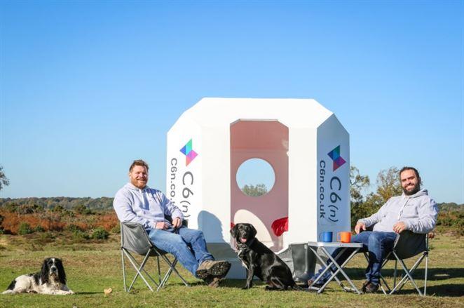 Bunky z recyklovaného plastu: budúcnosť festivalového ubytovania?