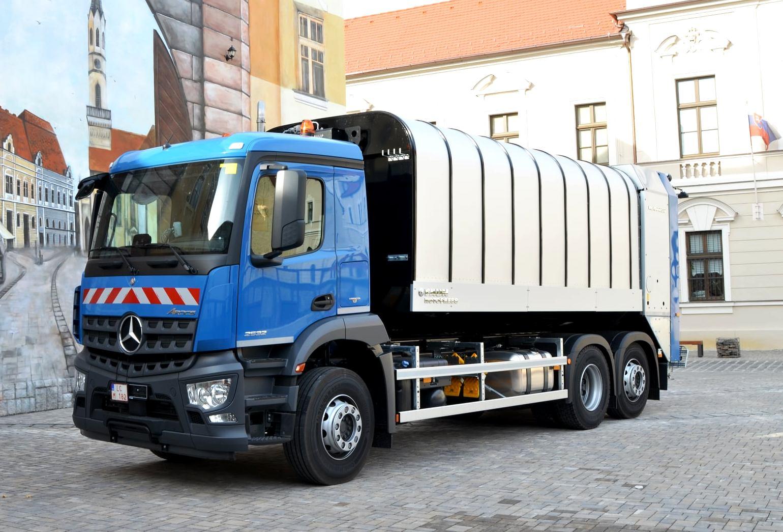 Zber bioodpadu je výzvou aj pre smetiarske autá. Premiešavanie odpadu prináša výhody
