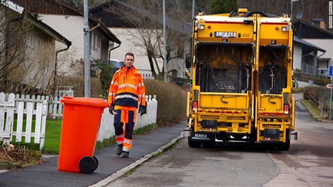 Volvo testuje samostatné autá na zber odpadu