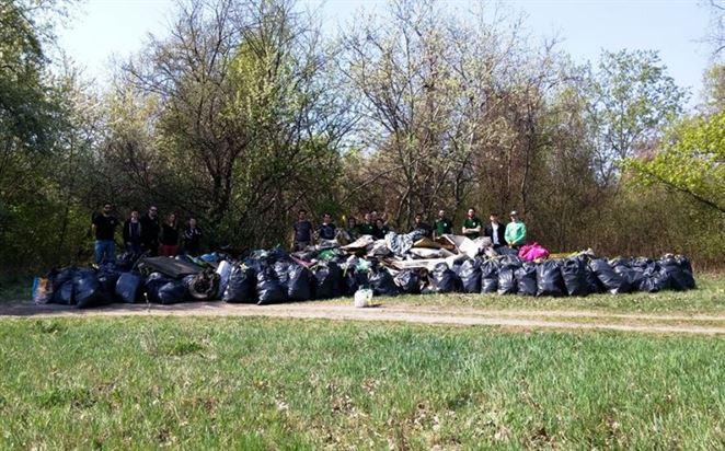Zelená hliadka v Bratislave odštartovala novú sezónu odstraňovaním čiernej skládky