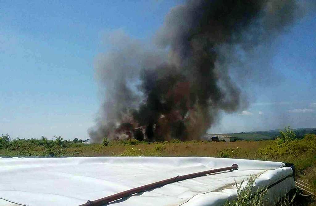 V Budmericiach vypukol požiar na skládke nebezpečného odpadu
