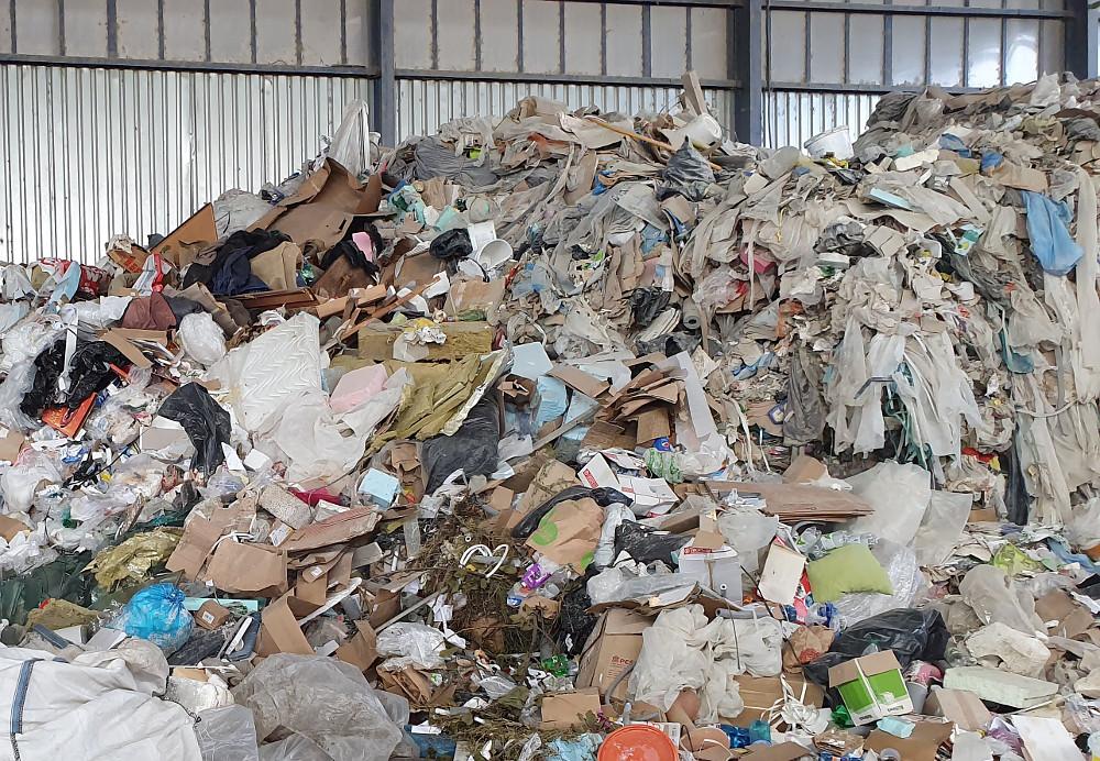 Odpad zo zahraničia končí často v opustených objektoch na vidieku