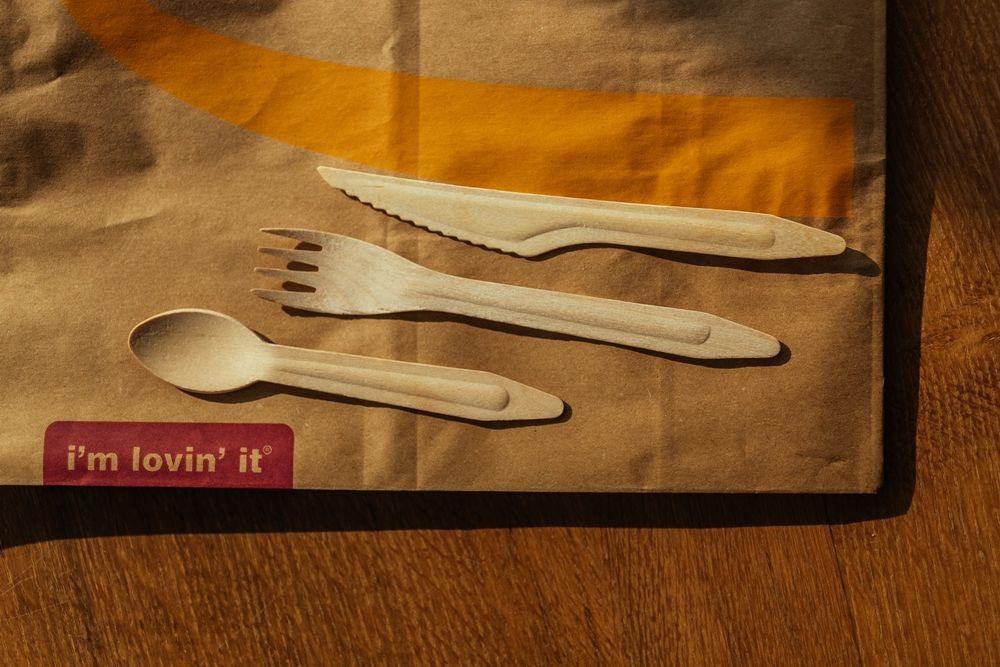 Reťazec s rýchlym občerstvením vyraďuje plastový príbor zo svojich reštaurácií