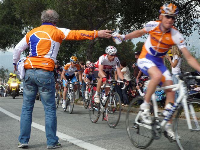 Cyklistická únia zakázala pretekárom vyhadzovať odpadky