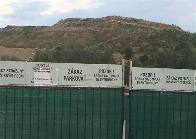 Polícia ukázala, ako to vyzerá na skládke Vlčie hory. Mesto žiada okamžité riešenie