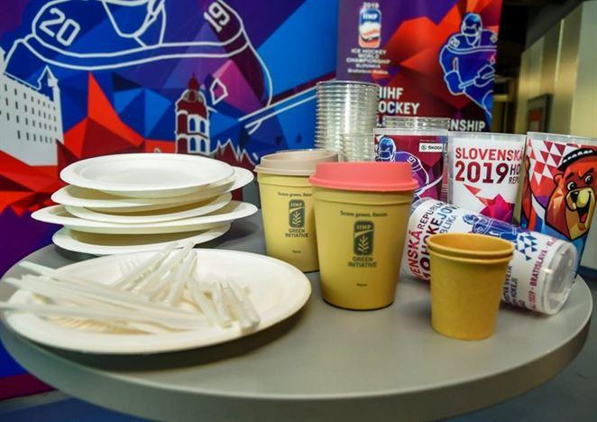 Zálohované poháre či príbory z bioplastu. MS v hokeji prinesú viacero noviniek