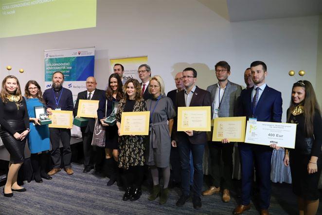 Poznáme víťazov cien Zlatý mravec 2019. Uznanie získal aj denník Odpady-portal.sk