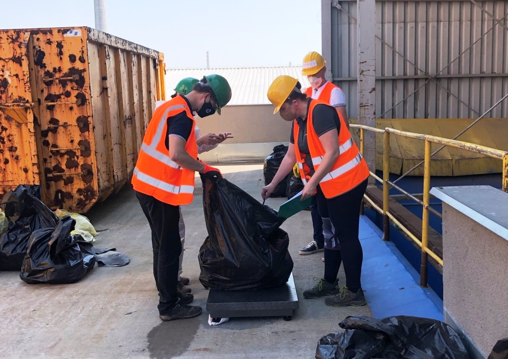 Zálohovanie všetko nevyrieši, PET fľaše a plechovky tvoria zlomok odpadu v prírode, ukázala analýza
