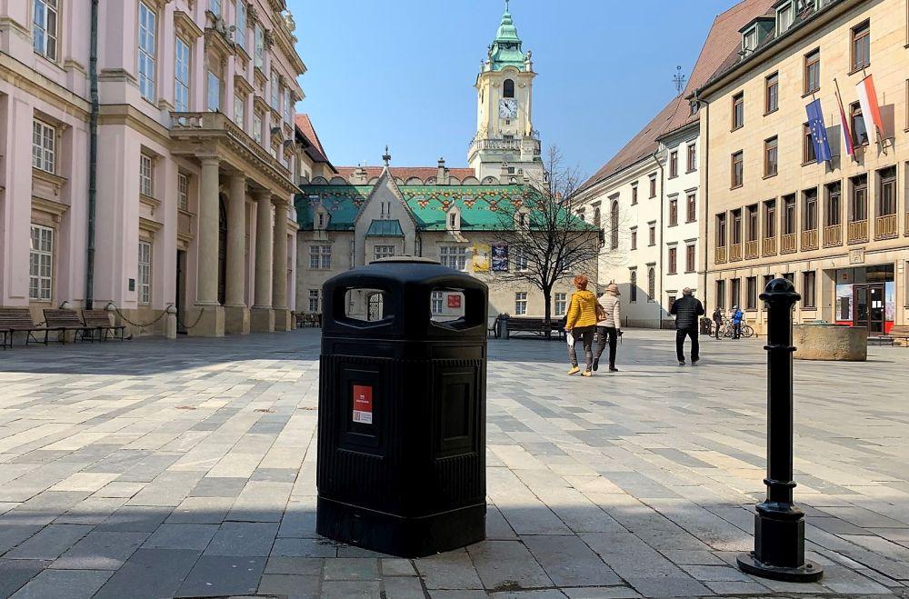 Bratislava monitoruje smetné koše v centre mesta