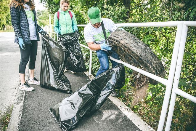 Slovensko je opäť o čosi čistejšie. Dobrovoľníci vyzbierali 720 vriec odpadu