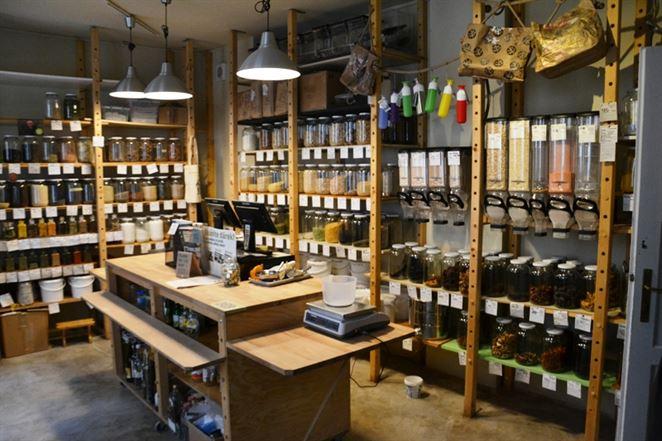 Pražský obchod už dva roky testuje predaj potravín bez obalu
