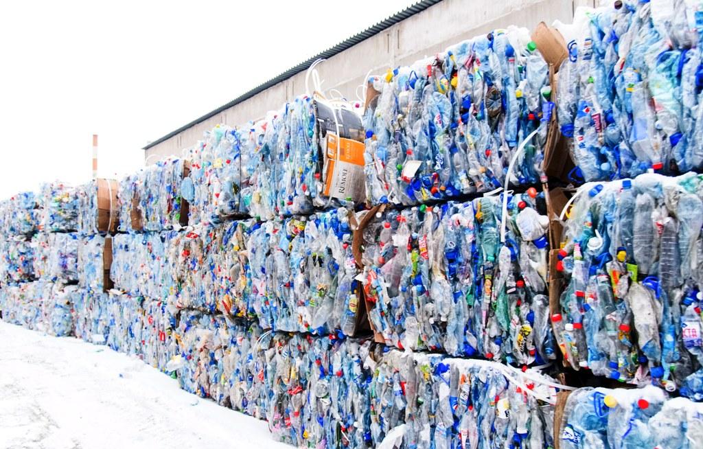 Názor. Výroba plastov ďalej porastie. Chemická recyklácia je súčasťou riešenia