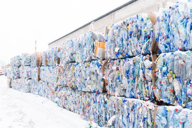 Slovenskí recyklátori PET fliaš: Ak sa priemysel nerozbehne, budeme musieť zastaviť prevádzky