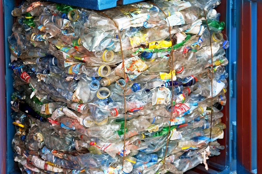 Čo brzdí recykláciu plastových fliaš v Európe?