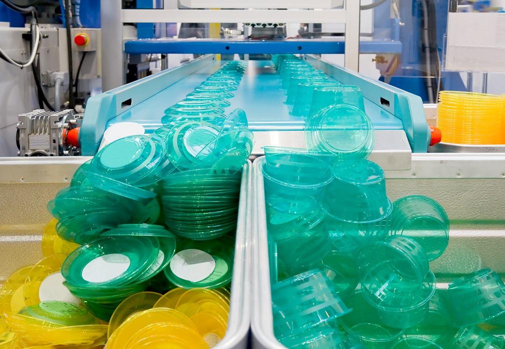 Nedostatok surovín ohrozuje produkciu plastových výrobkov v Európe, tvrdí EuPC