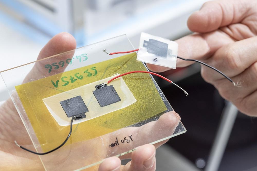 Biologicky odbúrateľná batéria sa rozloží v komposte aj voľnej prírode