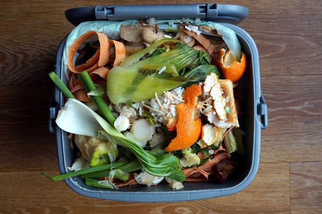 Triedený zber bioodpadu je spojený s poklesom množstva potravinového odpadu