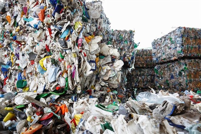 Export odpadu z EÚ ani po stopke od Číny neklesá, vytriedený odpad vyvážame inam