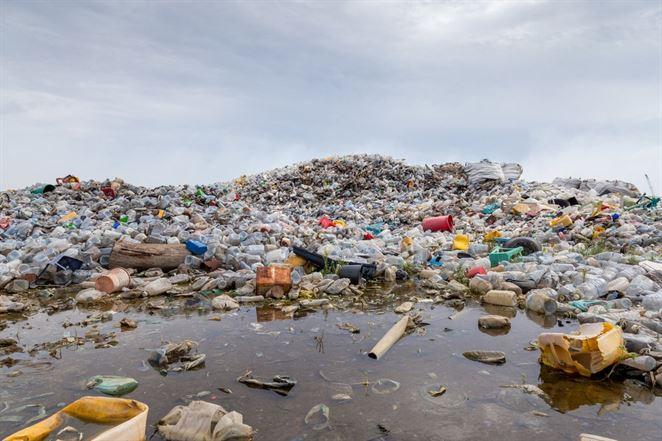 Štáty ratifikovali zmenu Bazilejského dohovoru. Dotkne sa importu nerecyklovateľných plastov