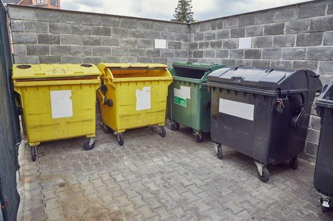Ministerstvo vydalo pre obce usmernenie k výpovediam zo strany OZV