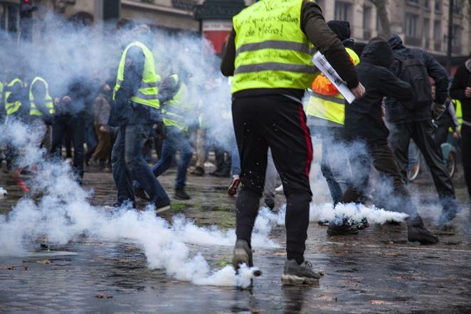 Žlté vesty protestujú vo Francúzsku. Kto sú a čo chcú demonštranti?