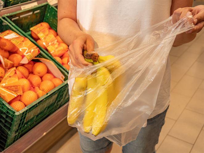 Britský reťazec Iceland sa kvôli nespokojnosti zákazníkov vrátil k plastovým obalom
