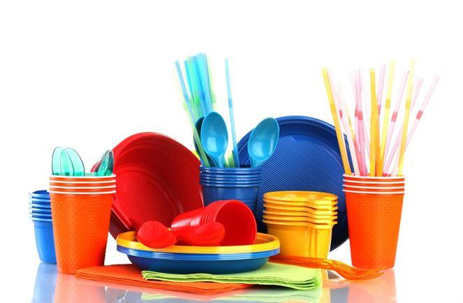 Poslanci Európskeho parlamentu schválili obmedzenie plastov