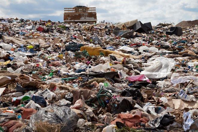 Skládka odpadu v Gbeloch je plná, prevádzkovateľovi chýbajú peniaze na uzatvorenie