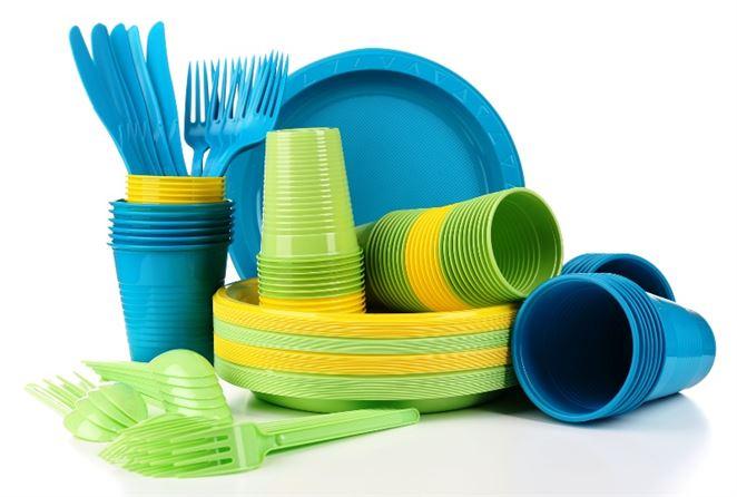 Ministerstvo plánuje zakázať deväť druhov plastových výrobkov od roku 2021