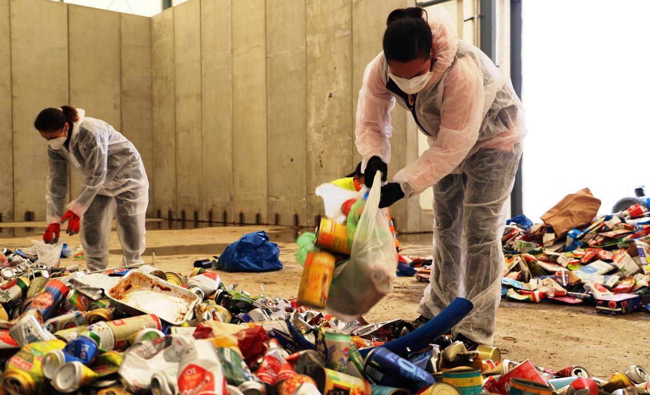 Ako sa darí triediť tetrapaky a kovy? Boli sme pri analýze odpadu (VIDEO)