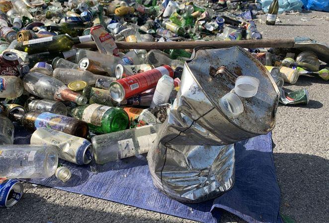 Zelené kontajnery obsahujú aj iný odpad ako sklo