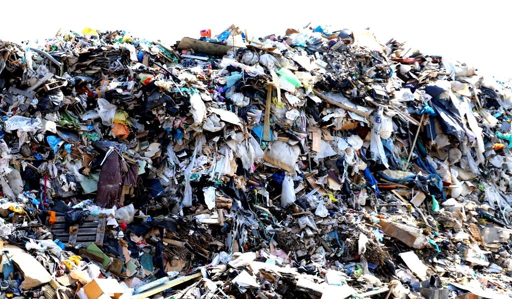 Na skládkach odpadov sa mrhá energiou