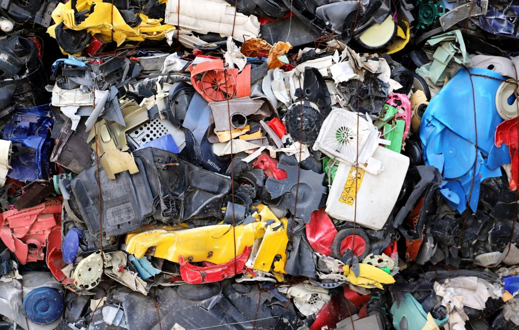 Názor. Chemická recyklácia plastov má výhody, v praxi sa však stále neosvedčila