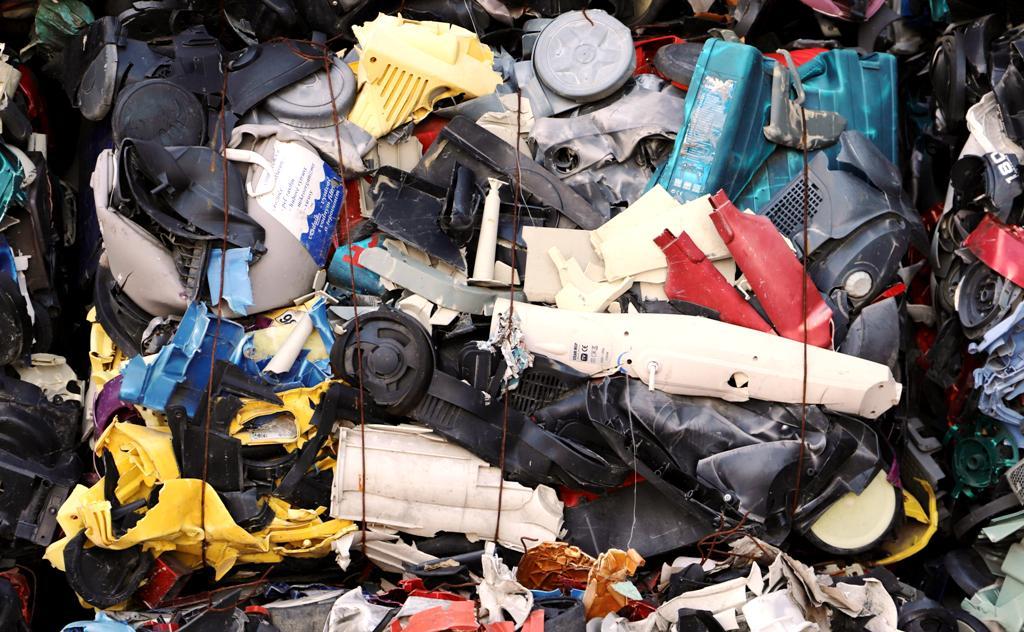 """Názor. Chýba nám """"legislatívne ukotvenie"""" chemickej recyklácie"""
