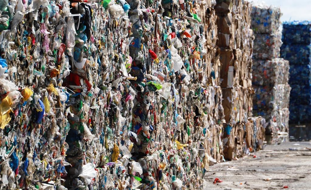 Končí vytriedený odpad na skládkach? Ministerstvo si protirečí, inšpekcia ukázala čísla