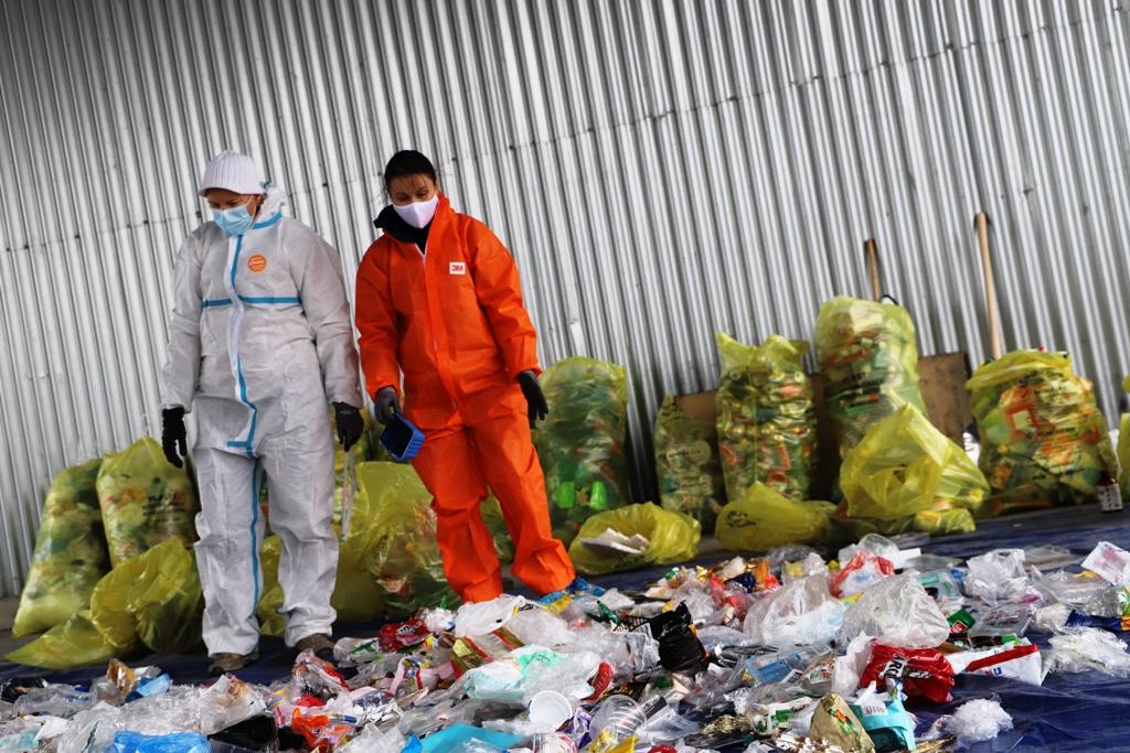 VIDEO: Vrecový zber v Bratislave sa osvedčil, vytriedené odpady sú čistejšie