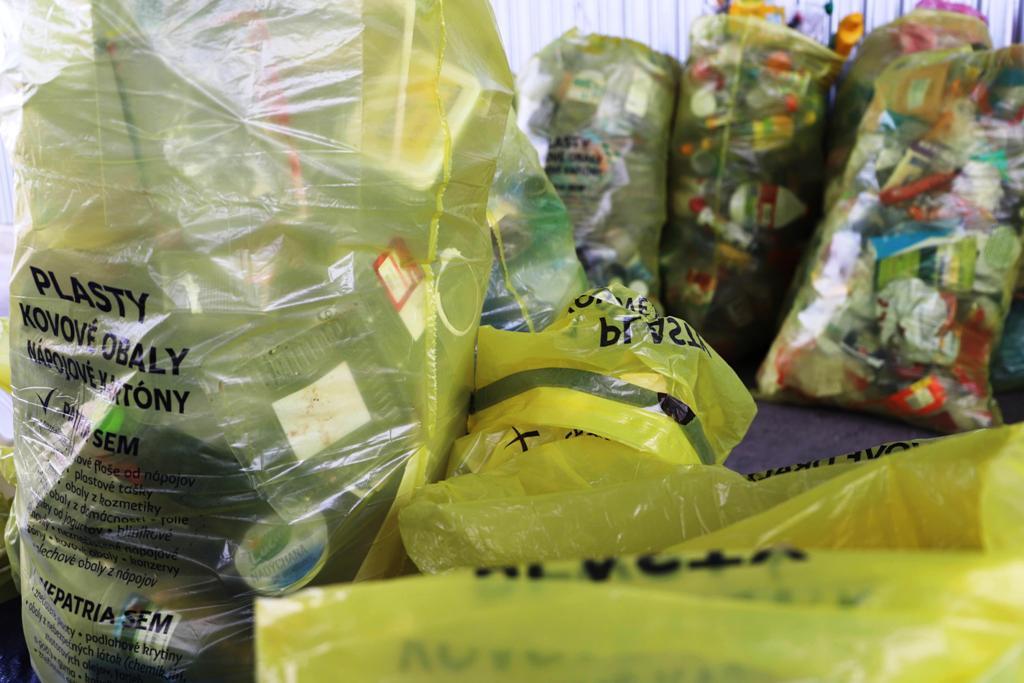 Vrecový zber odpadu sa v Bratislave rozšíri, mesto však plánuje viaceré zmeny