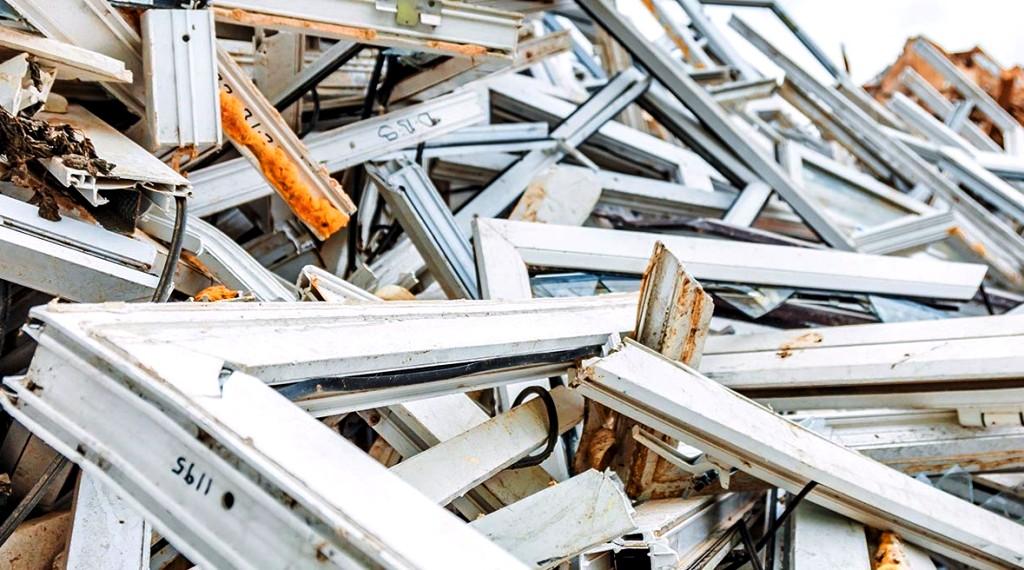 Staré plastové okná nemusia končiť na skládke. Slovenská firma sa pustila do ich recyklácie