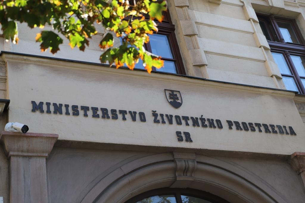 MŽP vydalo usmernenie pre obce, ktoré dostanú výpovede od zmluvných OZV