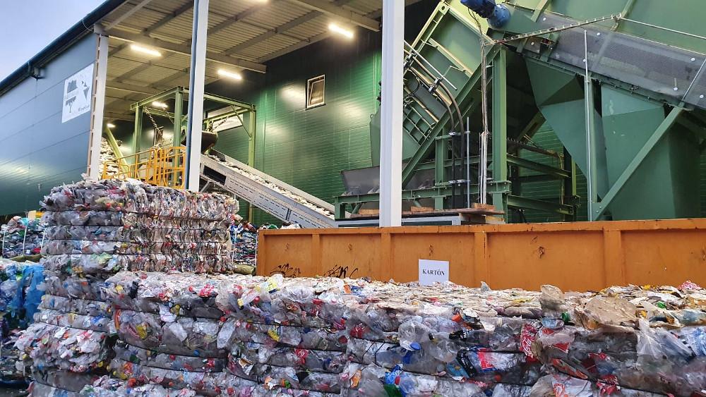 Popredný európsky recyklátor PET fliaš navyšuje investície na Slovensku o 12 miliónov eur