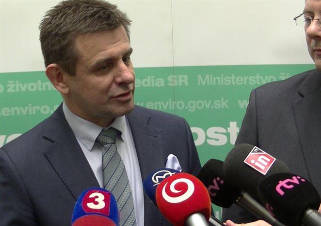 Minister chce monopolizovať trh s OZV