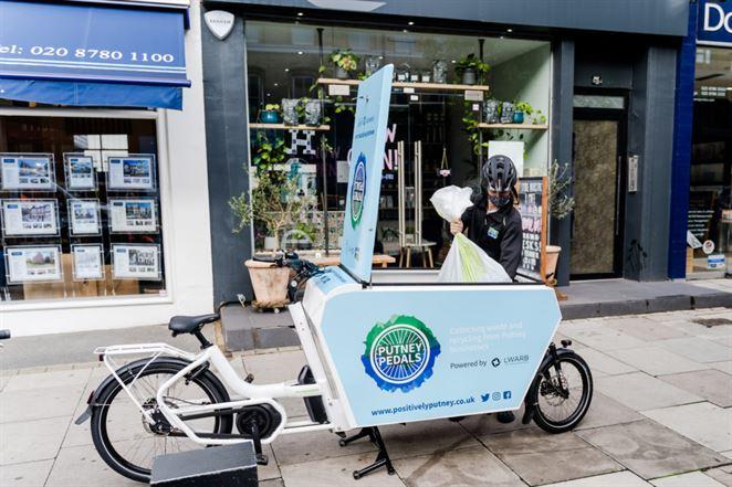 V Londýne zbierajú odpad namiesto smetiarskych áut elektrobicykle