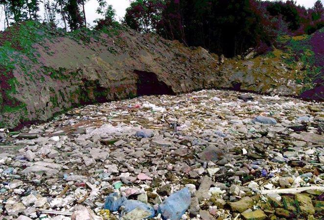 O nebezpečnej skládke odpadu Farná sa vie už roky