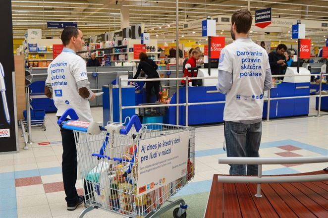 Zákazníci Tesca vytvorili rekord, ľuďom v núdzi darovali potraviny za 260-tisíc eur
