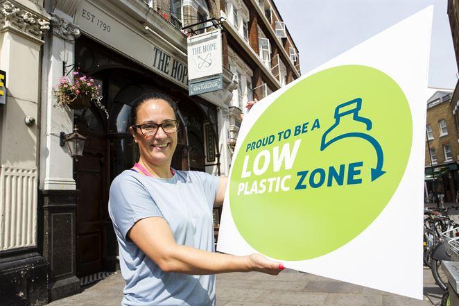 "Londýn má prvú ""nízkoplastovú"" zónu"