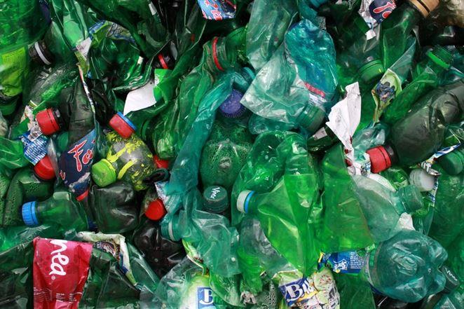 Gigant v zelenej ekonomike prichádza na Slovensko. Ročne chce spracovávať 30 tisíc ton PET fliaš a plastov