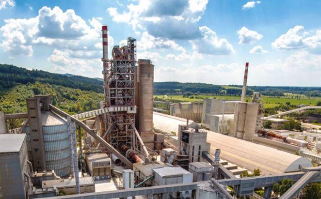 Cementárne spotrebujú státisíce ton paliva vyrobeného z odpadu, časť musia dovážať zo zahraničia