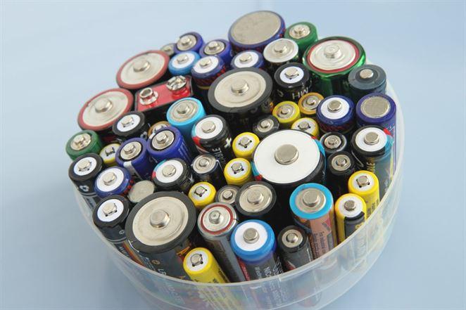 INSA a MACH TRADE sú spoľahlivými partnermi pre dovozcov a výrobcov batérií a akumulátorov