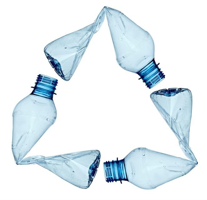 Recyklácia odpadu: prinúti EK firmy k väčšiemu používaniu recyklovaných plastov?
