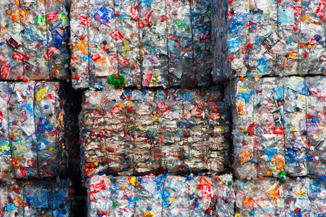 Recyklátori PET odpadu sa sťažujú na nižšie výnosy